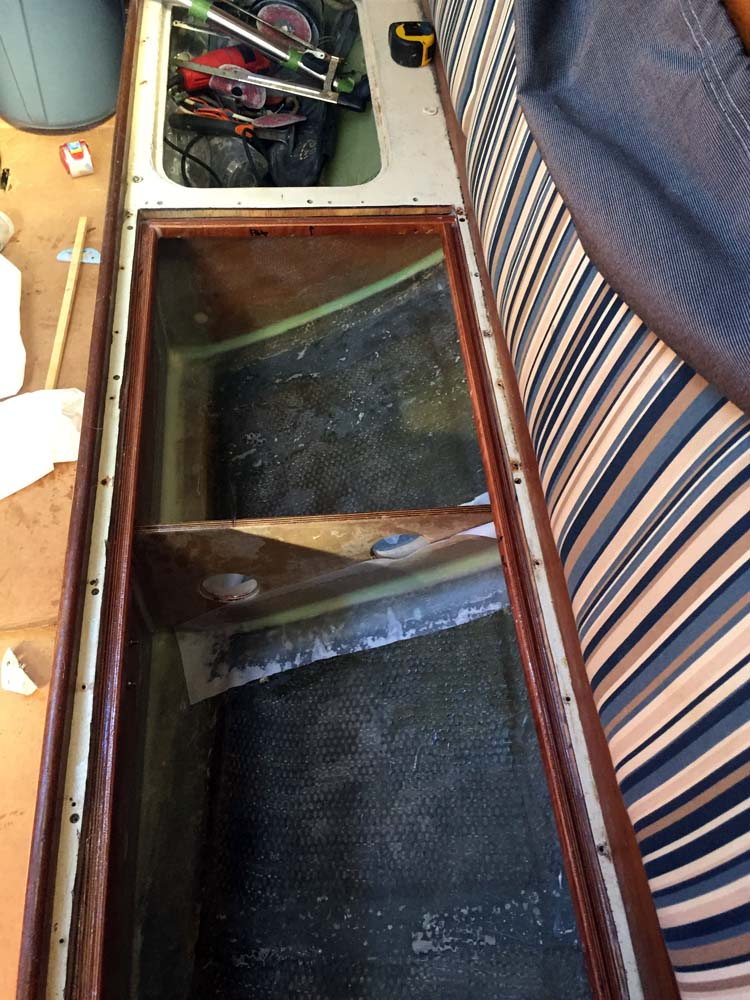 The baffle and first coat of West Systems epoxy for the integral water tank